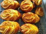 Brioches fourrees a la confiture de prunes