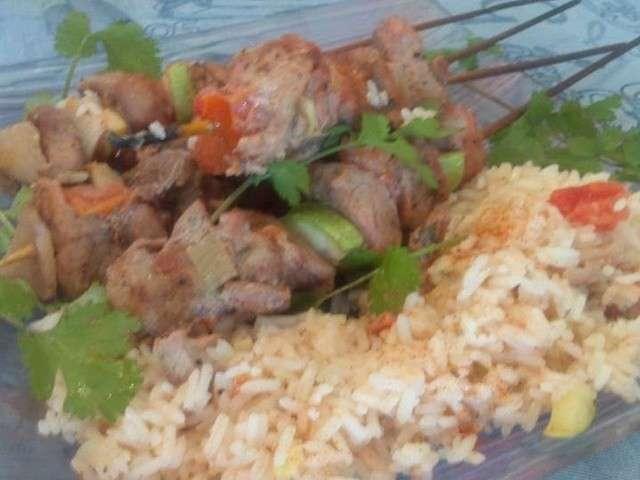 brochettes de poulet tandoori et riz au poivron rouge