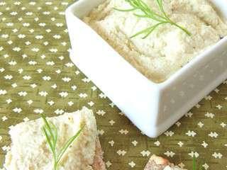 http://recettes.de/images/blogs/cuisine-en-bandouliere/fromage-vegetal-maison-sandwich-club-au-hareng-fume-fromage-d-amande-et-a-la-pomme.320x240.jpg