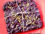 Chocolat noir façon rocky road cranberry-pistache / Black chocolate, cranberries and pistachios bar rocky-road style