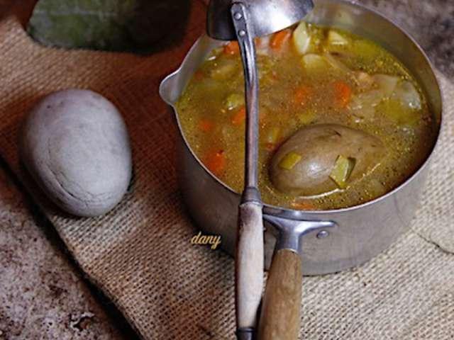 Recettes de soupe au caillou - Caillou fait la cuisine ...