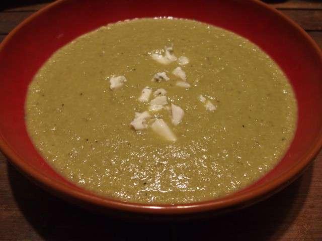 Soupe de chou romanesco et petits pois au roquefort 487 - Cuisiner le chou romanesco ...