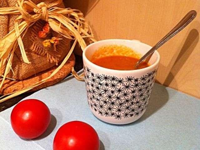 recette soupe la tomate facile les recettes de soupe la tomate les plus faciles et rapides. Black Bedroom Furniture Sets. Home Design Ideas
