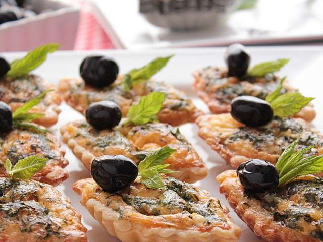 Tartelette-aux-oeufs-fromage-herbes.640x480