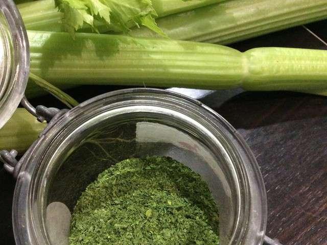 Recettes de seche - Que faire avec les feuilles de celeri ...