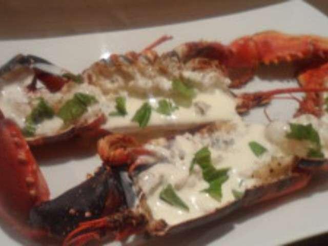Cuisiner homard vivant maison design - Comment couper un homard cuit en deux ...