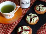 Toasts au saumon fumé chantilly miel et matcha