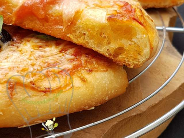 Recettes de le blog de gourmandise assia - Veritable pate a pizza ...