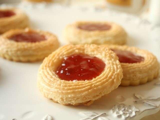Les meilleures recettes de biscuits et amande - Recette sable confiture maizena ...