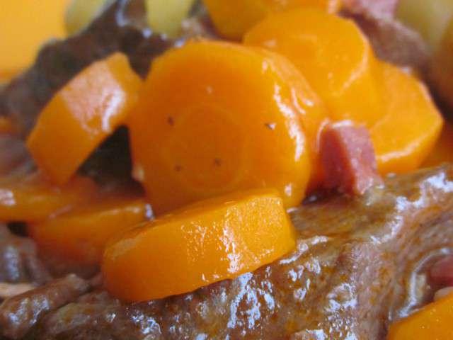 Recettes de boeuf aux carottes - Cuisiner un jarret de boeuf ...