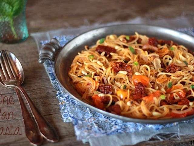 recette one pan pasta facile les recettes d 39 one pan pasta les plus faciles et rapides. Black Bedroom Furniture Sets. Home Design Ideas