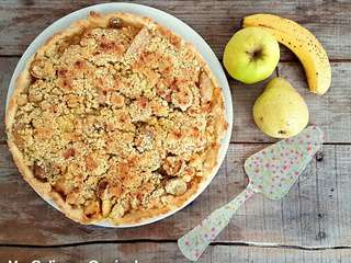 Tarte poires, pommes, bananes façon crumble (Pear, apple, banana pie with crumble)