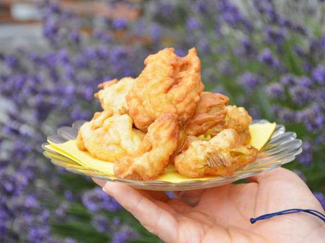 Recettes de fleurs de courgettes et beignets de fleurs de courgettes - Beignets de fleurs de courgettes ...